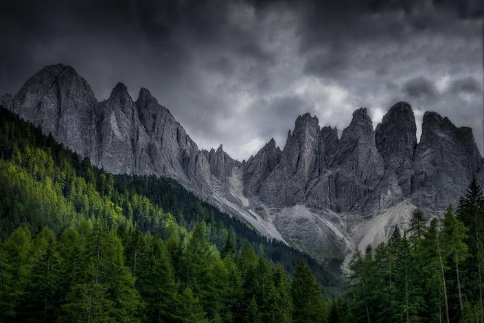 dolomiten, gebirge, felsen, wald, alpen, berge, berg, bewölkt, wolken, dramatisch, licht, schatten