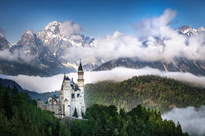 schloss neuschwanstein, hohenschwangau, bayern, schwangau, nebel, morgen, sonnenaufgang, aussicht, berge, alpen, blauer himmel,