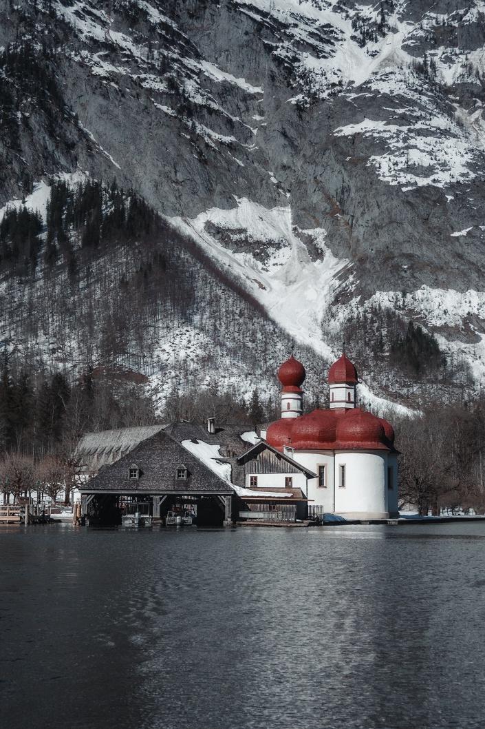 königssee, bayern, berchtesgaden, st. bartholomä, kirche, anlegestelle, schiff, boot, morgen, see, wasser, winter, schnee, alpen, gebirge, nationalpark